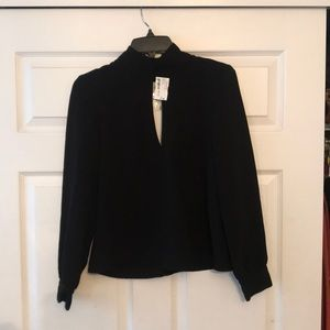 Key hole mock turtle neck long sleeve